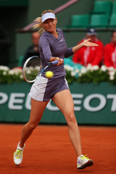 Shriekapova has to continues her match tomorrow and hopefully she discontinues this outfit. It's disgusting!!